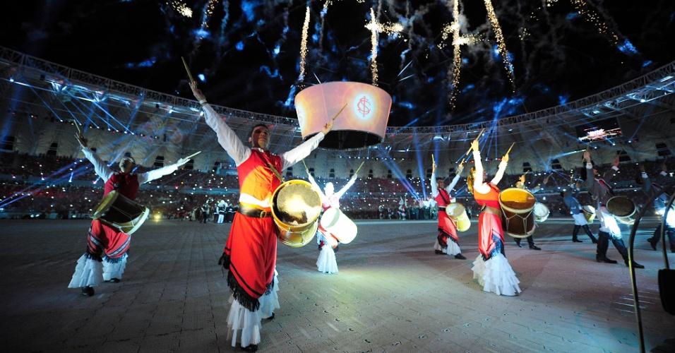 05 abr 2014 - Festa de reinauguração do Beira-Rio lembrando o passado do Inter