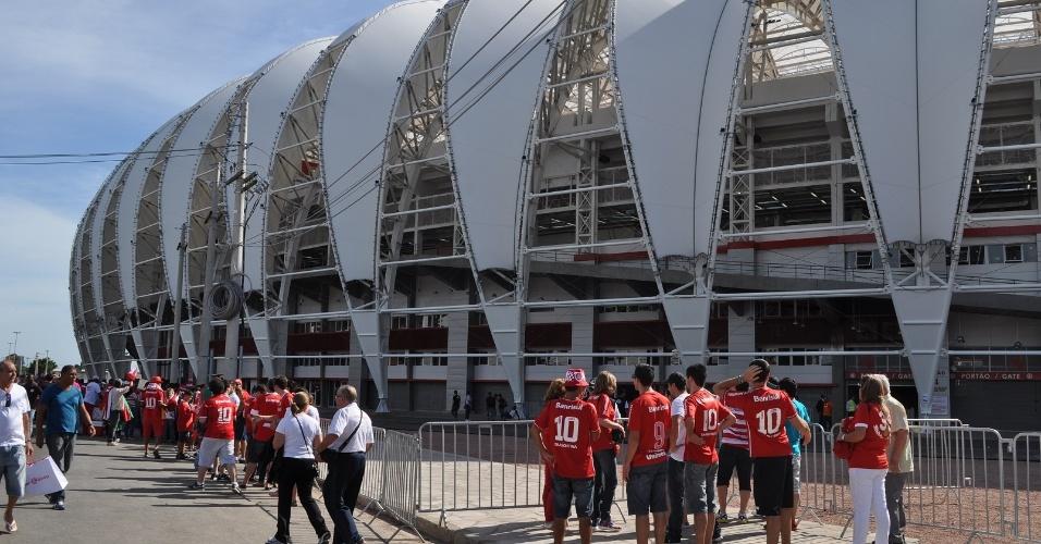 05 abr 2014 - Torcedores do inter impressionados com novo Beira-Rio