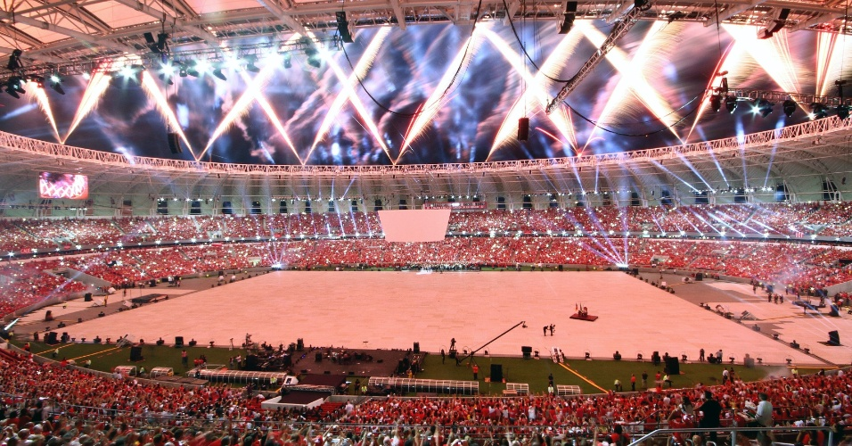 05 abr 2014 - Vista geral do estádio Beira-Rio, reformado para a Copa do Mundo