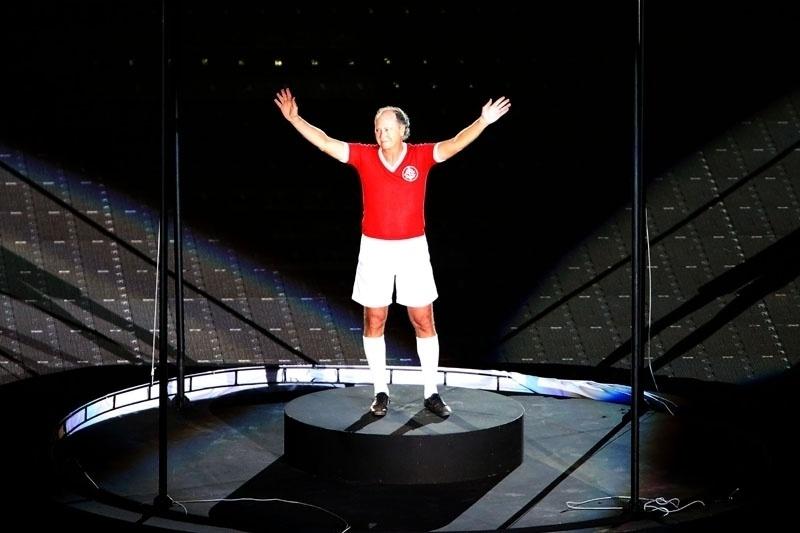 05 abr 2014 - Paulo Roberto Falcão, ídolo do Internacional, marca presença na festa de reinauguração do Beira-Rio