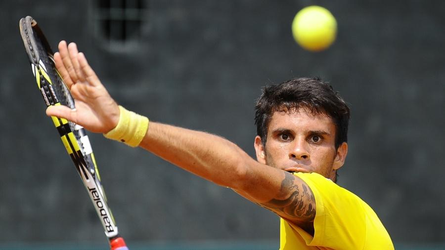 06.04.2014 - Rogerinho em ação pela Copa Davis - RODRIGO BUENDIA / AFP