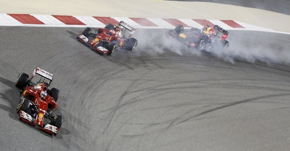 06.abr.2014 - Três campeões mundiais, Alonso (Ferrari), Raikkonen (Ferrari) e Vettel (RBR) andaram no setor intermediário no GP do Bahrein. No final, melhor para Vettel, que terminou em sexto