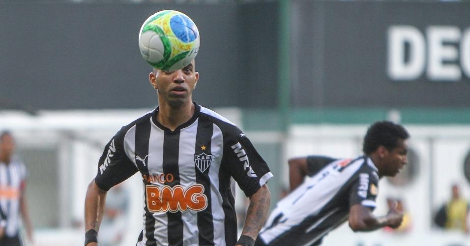 6 abril 2014 - Diego Tardelli se desculpou por ter desperdiçado grande chance de gol contra o Cruzeiro