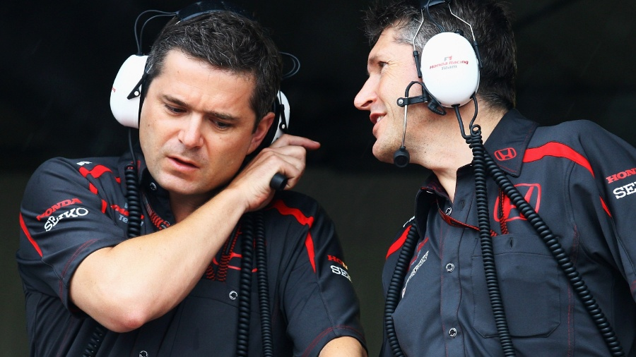 Gil de Ferran conversa com companheiro da Honda durante sua passagem pela Fórmula 1 como chefe de equipe, entre 2005 e 2007 - Getty Images