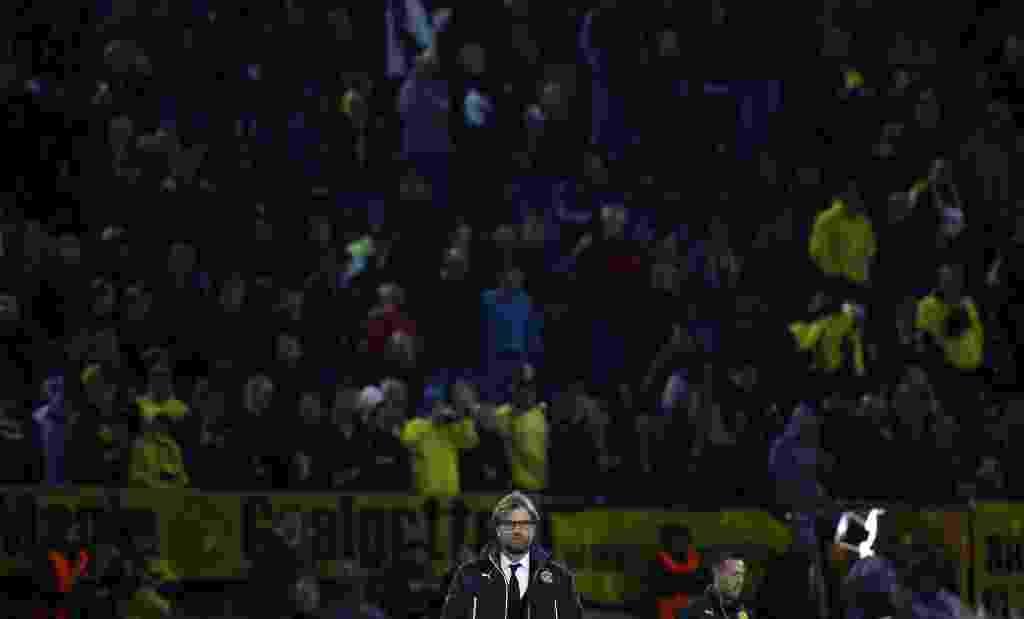 08.abr.2014 - Técnico do Borussia, Juergen Klopp aguarda o início do segundo duelo contra o Real Madrid pelas quartas da Liga. Jogando em casa, o time de Dortmund terá de reverter uma vantagem de 3 a 0 imposta pelos espanhois no jogo de ida. - REUTERS/Kai Pfaffenbach