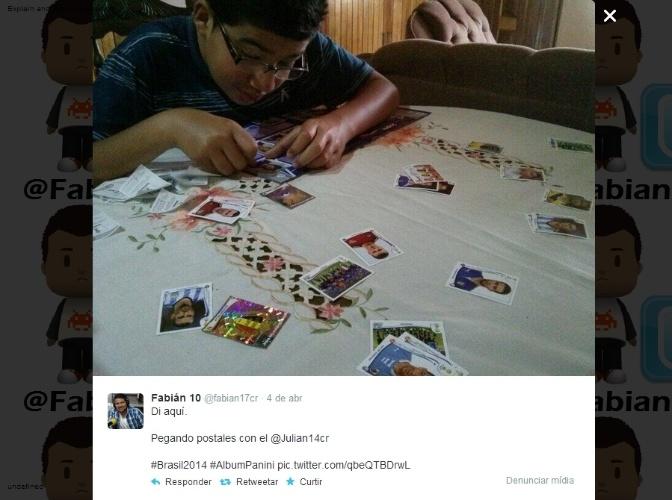 09.04.14 - Fabián, da Costa Rica, publicou sua imagem trocando figurinhas com o usuário @Julian14cr