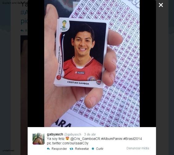 """09.04.14 - """"Já sou feliz"""", resumiu a usuária @gabyasch ao encontrar a figurinha do costarriquenho Cristian Gamboa"""