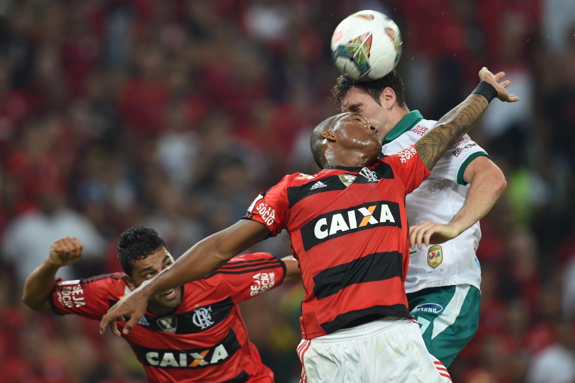 09.04.2014 - Flamengo e León empataram por 2 a 2 no primeiro tempo no Maracanã