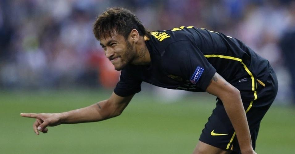 9.abr.2014 - Atacante brasileiro Neymar faz cara de dor após jogada de ataque do Barcelona