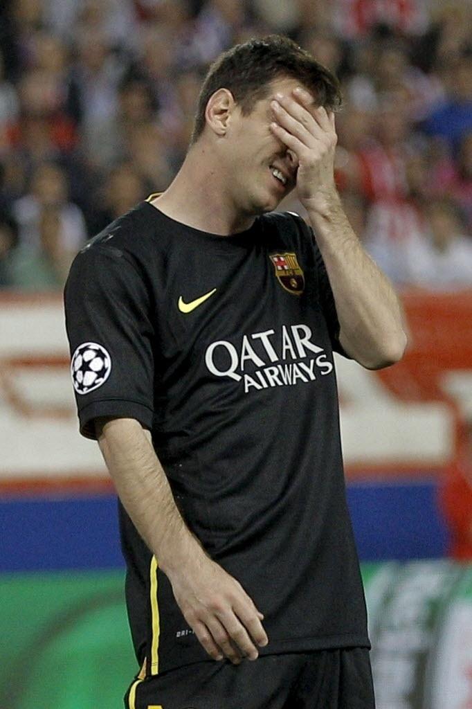 9.abr.2014 - Messi lamenta mais uma chance perdida pelo Barcelona na partida contra o Atlético de Madri