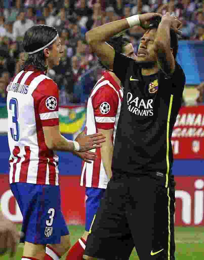 9.abr.2014 - Neymar lamenta oportunidade de gol desperdiçada na partida entre Atlético de Madri e Barcelona - EFE/Ballesteros