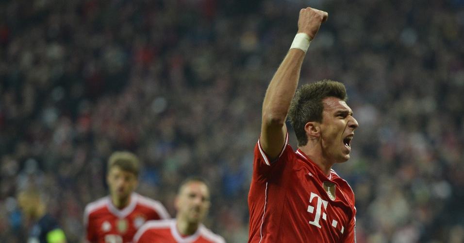9.abr.2014 - Vantagem do United dura apenas um minuto, e Mario Mandzukic iguala a partida para o Bayern de Munique