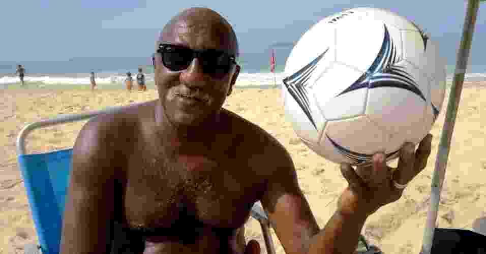 Paulo Cezar Caju posa para foto durante entrevista concedida ao UOL Esporte na Praia do Leblon, no Rio de Janeiro - Pedro Ivo Almeida/UOL