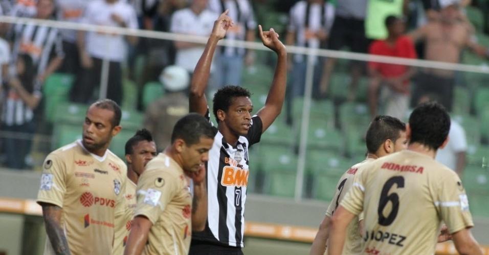 10.abr.2014 - Atacante Jô comemora o seu gol na partida entre Atlético-MG e Zamora, pela Libertadores