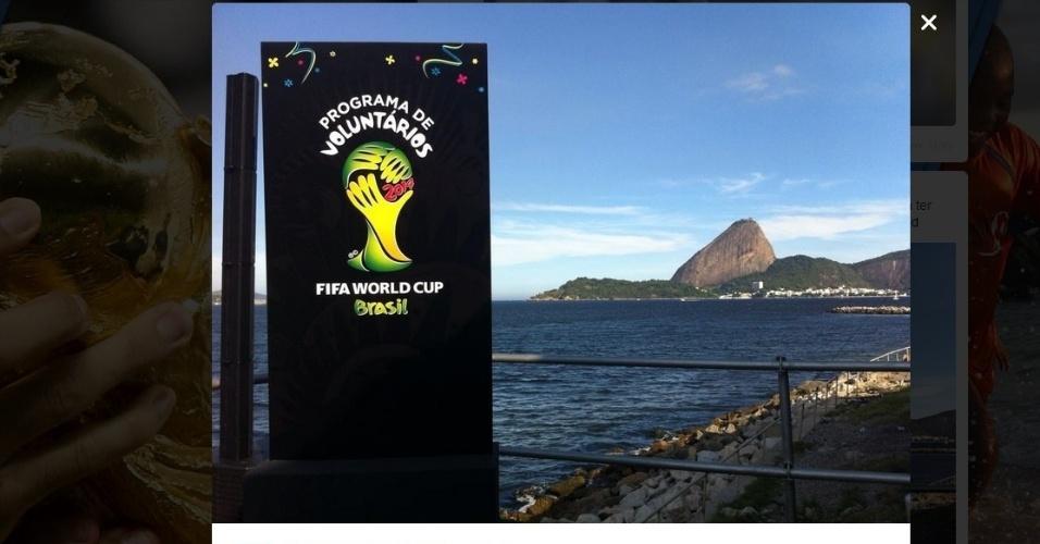 10.abr.2014 - Fifa lança os uniformes que serão utilizados pelos voluntários da Copa do Mundo no Brasil em desfile no Fashion Rio