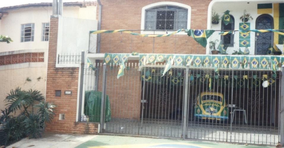 A casa do advogado Nelson Paviotti, em Campinas, também foi enfeitada com as cores verde e amarela. O local se tornou uma referência em Campinas para taxistas e motoristas