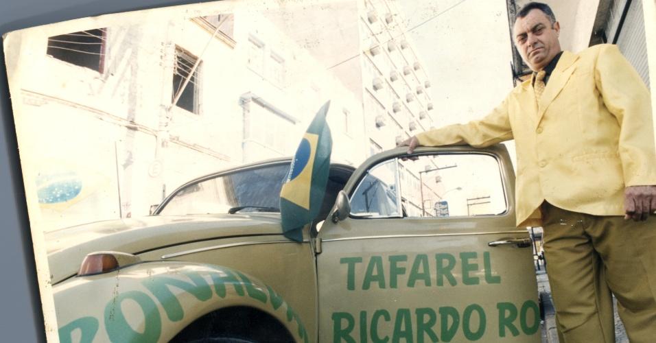O advogado Nelson Paviotti usa as cores verde e amarela desde 1994 quando a seleção brasileira conquistou a Copa do Mundo. Na época, ele pintou o Fusca com as mesmas cores e escreveu o nome dos jogadores brasileiros