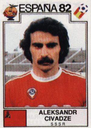 Aleksandr Civadze/União Soviética-1982: Civadze tem um bigode clássico, típico dos anos 1980, bem cheio, quase tampando a boca.