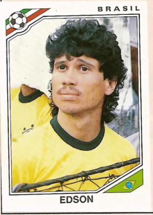 """Edson/Brasil-1986: Bigode extremamente ralo pode ser chamado de """"sujeirinha"""", mas é bigode sim, senhor."""