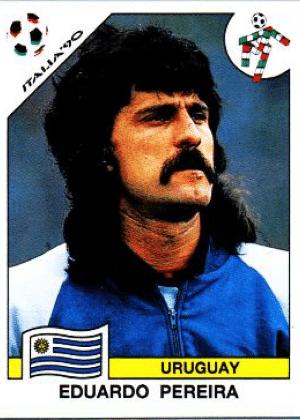 Eduardo Pereyra/Uruguai-1990: Nada como desenhar o bigode com a lâmina de barbear, deixando ele crescer até o meio do queixo. Parabéns, Pereira!