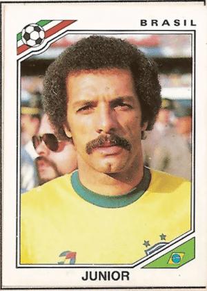 """Júnior/Brasil-1986: O famoso """"capacete"""" não seria o mesmo sem o bigode."""