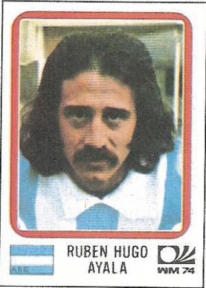Ruben Hugo Ayala/Argentina-1974 - A lenda diz que, em 1998, Daniel Passarela mandou todos os jogadores da Argentina cortarem o cabelo para jogar a Copa. Sorte que Ayala jogou em 1974...
