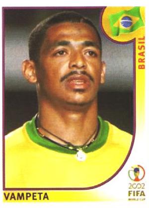 Vampeta/Brasil-2002: Vampeta fez questão de ser pentacampeão do mundo com seu bigode ralinho, dividido ao meio. Pronto para dar uma cambalhota no Planalto sem ser atrapalhado.