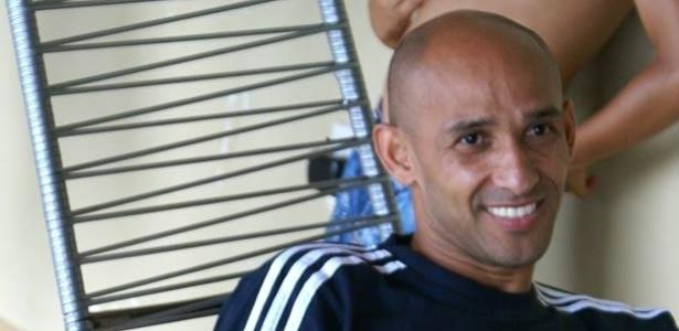 Talismã Basílio foi campeão brasileiro pelo Santos em 2004 e marcou 15 gols na competição - Divulgação/Basílio/Facebook
