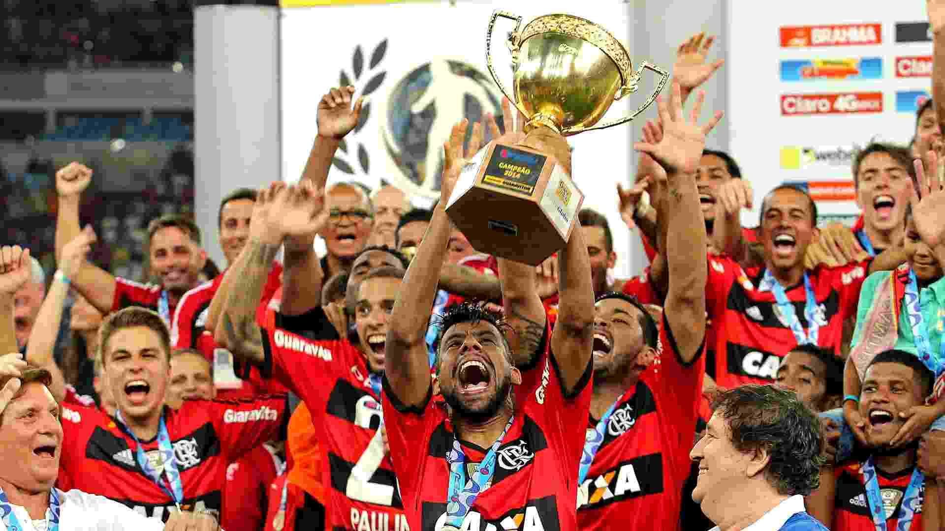 Flamengo mantém tabu de 26 anos contra Vasco e conquista 33º título carioca 2b6a417f2f874