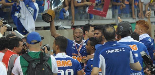 Em 2014, Cruzeiro ficou com o título após dois empates sem gols contra o rival Atlético