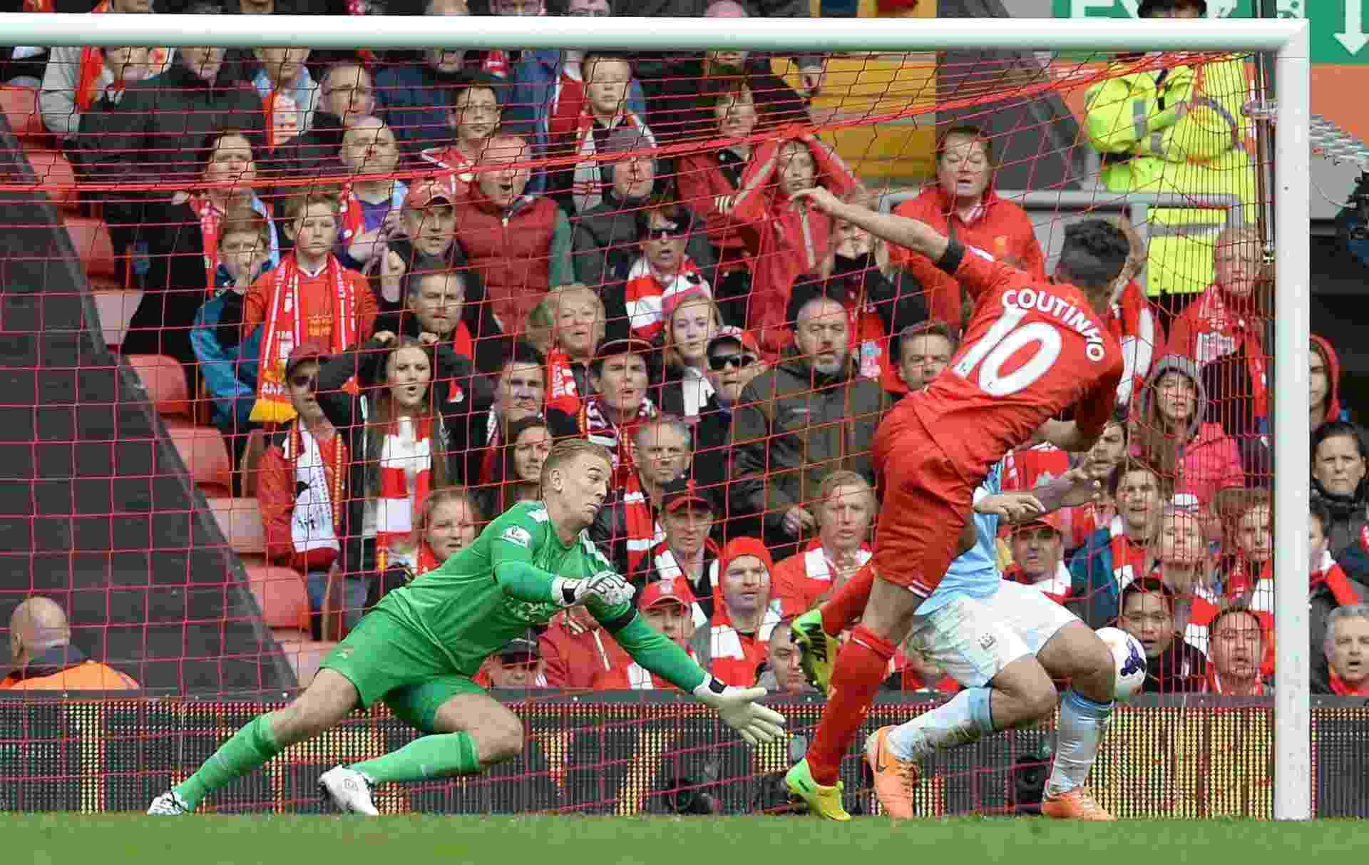 Philippe Coutinho marca gol da vitória do Liverpool sobre o City em Anfield - Peter Powell/EFE/EPA
