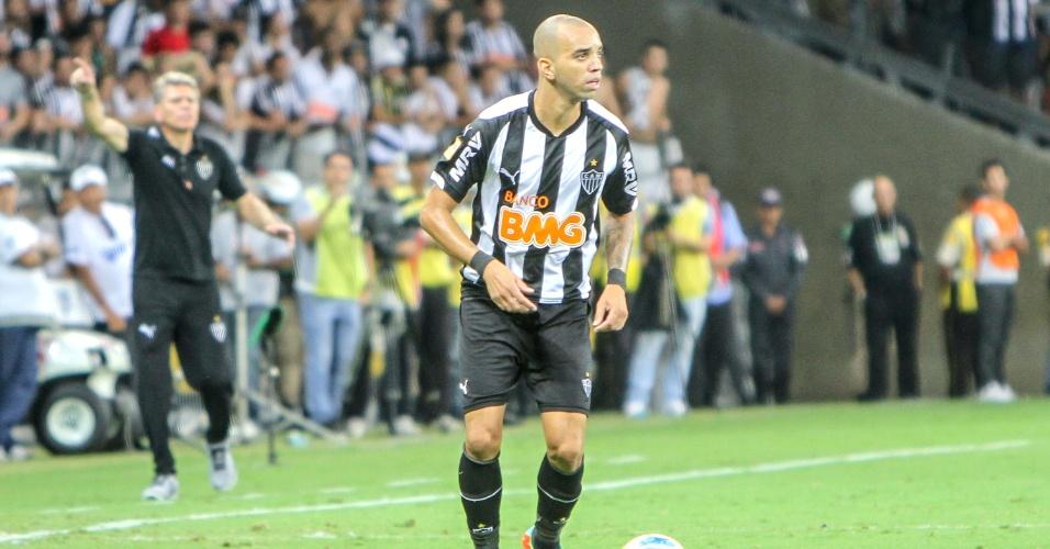 Atacante Diego Tardelli durante o empate sem gols do Atlético-MG com o Cruzeiro na final do Campeonato Mineiro
