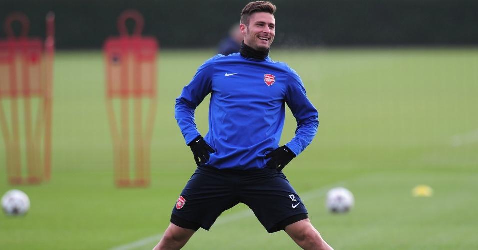 Atacante francês Olivier Giround faz aquecimento antes de treino do Arsenal