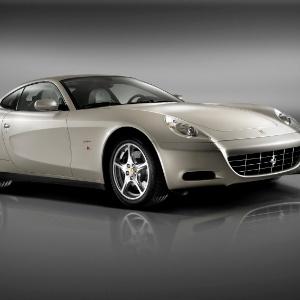 Ferrari do mesmo modelo que Collor declarou à Justiça Eleitoral que possui