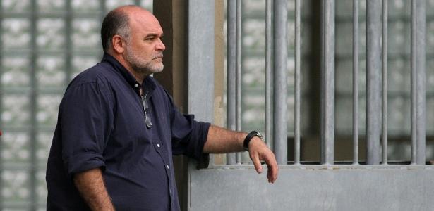 Presidente do Botafogo Maurício Assumpção observa treinamento da equipe no Engenhão