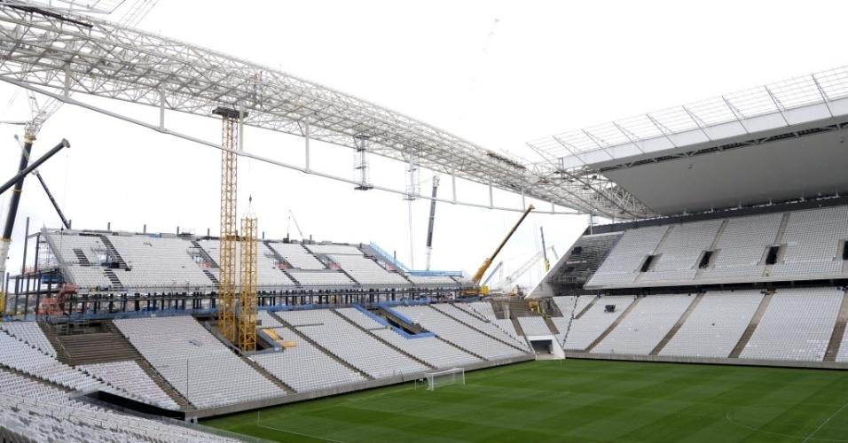 15.abr.2014 - Mesmo em obras, estádio do Itaquerão é entregue ao Corinthians nesta terça-feira (15/04)