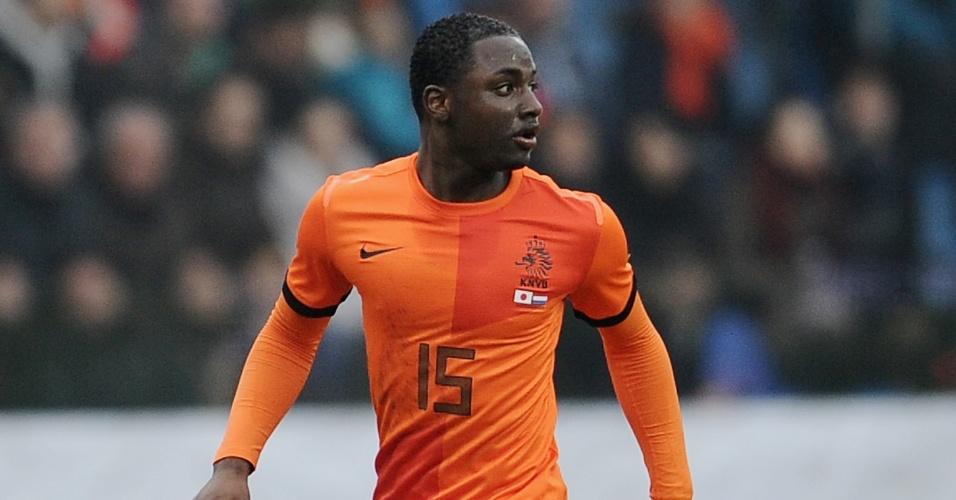 15.abr.2014 - O lateral esquerdo holandês Jetro Willems, do PSV, lesionou os ligamentos do joelho e não irá se recuperar à tempo da Copa do Mundo. Segundo os médicos do clube, ele precisará ficar vários meses afastado dos gramados e irá, portanto, desfalcar a Holanda no Mundial.