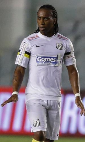 16.04.14 - Arouca, volante do Santos, em campo no jogo contra o Mixto pela Copa do Brasil