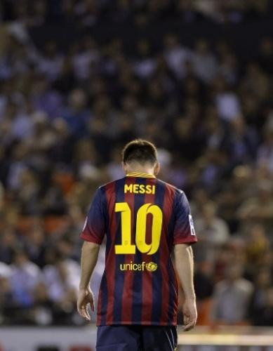 16.abr.2014 - Messi lamenta falha no clássico entre Barcelona e Real Madrid pela final da Copa do Rei. O argentino teve atuação apagada no primeiro tempo de jogo.