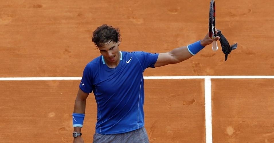 16.abr.2014 - Rafael Nadal comemora após vencer o russo Teymuraz Gabashvli por 2 sets a 0