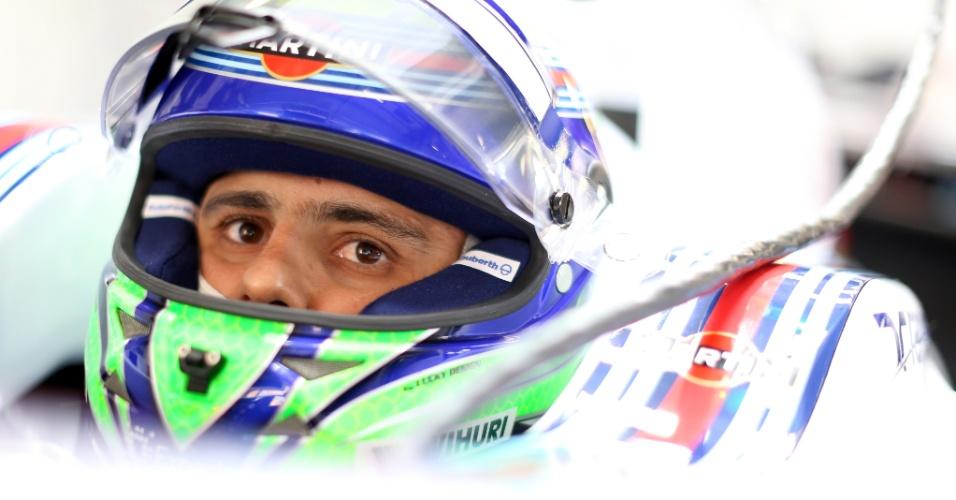 18.abr.2014 - Felipe Massa se prepara para entrar na pista de Xangai. Piloto da Williams foi o sexto mais rápido do dia nos treinos livres para o GP da China