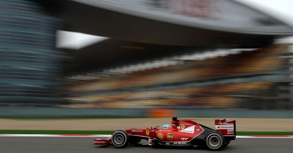 18.abr.2014 - Fernando Alonso teve um bom desempenho nos treinos livres para o GP da China e foi o segundo mais rápido desta sexta-feira no circuito de Xangai