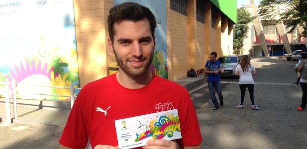 Torcedor retira ingresso da Copa do Mundo em São Paulo