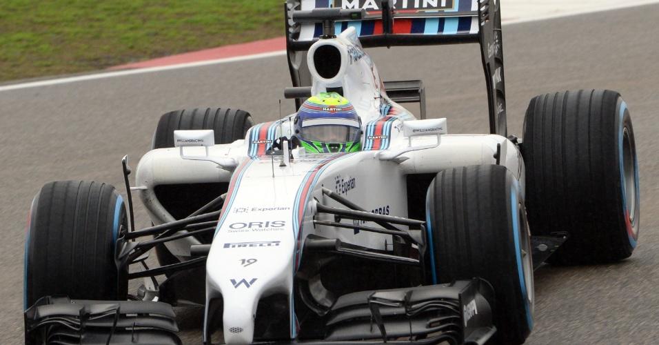 19.abr.2014 - Felipe Massa, da Williams, contorna uma das curvas do circuito de Xangai durante o treino de classificação para o GP da China