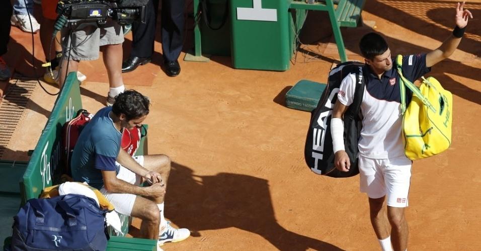 19.abr.2014 - Novak Djokovic agradece aos torcedores após ser derrotado por Roger Federer