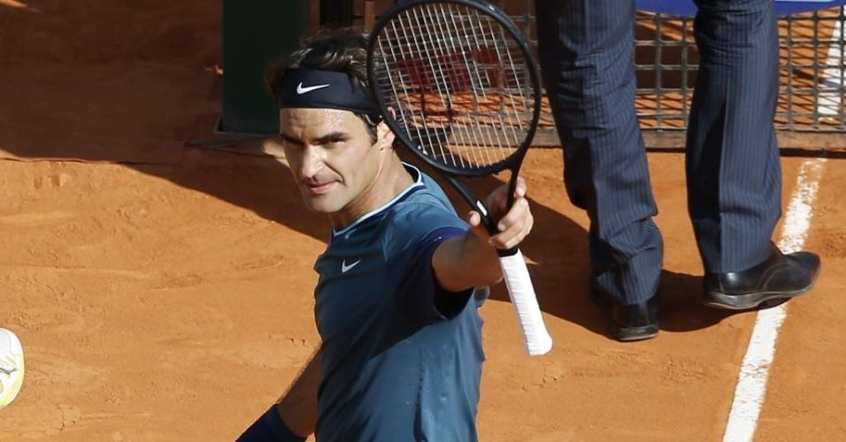 19.abr.2014 - Roger Federer comemora vitória sobre Novak Djokovic e vaga na decisão do Masters 1000 de Monte Carlo