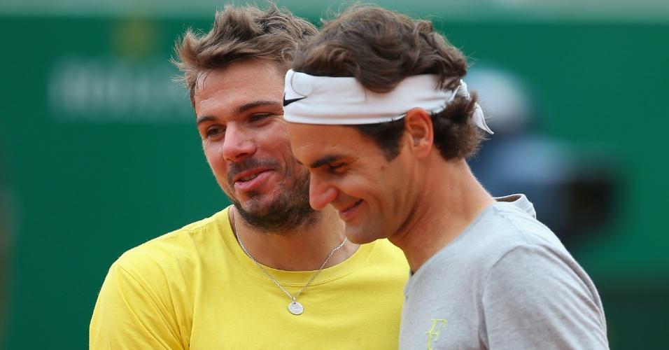 20.abr.2014 - Amigos, Roger Federer e Stanislas Wawrinka se aquecem juntos antes da final do Masters 1000 de Monte Carlos