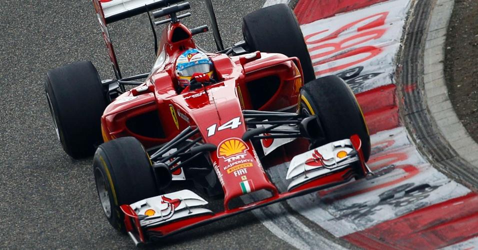 20.abr.2014 - Fernando Alonso viu sua Ferrari ter um bom desempenho no GP da China