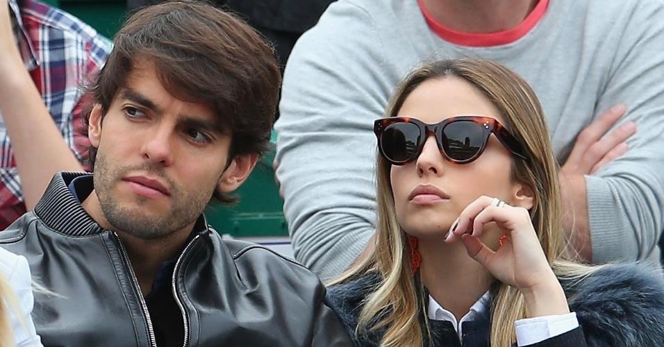20.abr.2014 - Kaká, jogador do Milan, aproveita a folga para assistir à final entre Federer e Wawrinka ao lado da mulher
