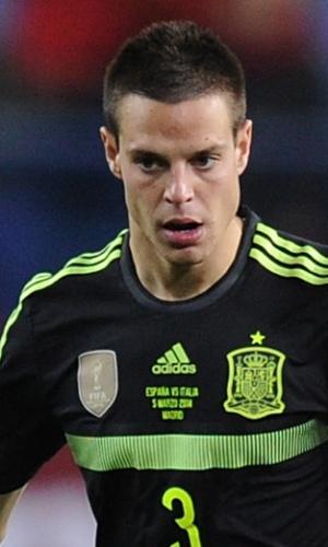 05.mar.2014 - César azpilicueta, da Espanha, toca a bola durante amistoso contra a Itália em Madri